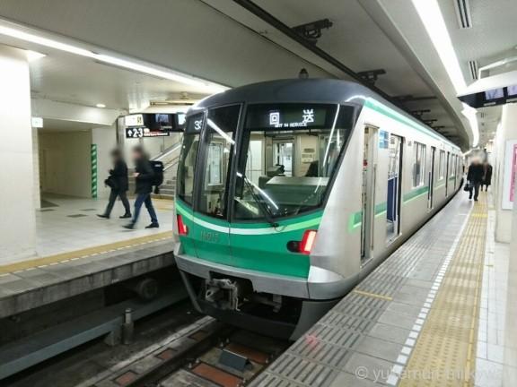 東京メトロ16000系新宿駅小田急7・8番ホーム