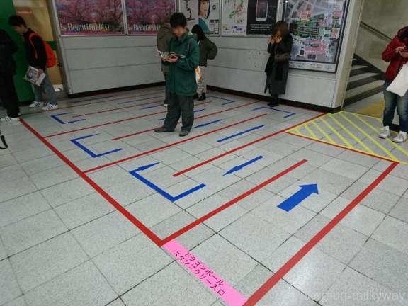 ドラゴンボールスタンプラリー 新宿駅スタンプ台整列