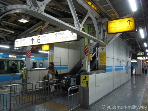 秋葉原駅JR3・4番ホームから5番ホームへの階段
