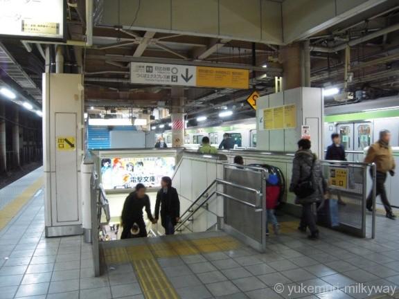 秋葉原駅JR3・4番ホーム電気街口・中央改札口階段