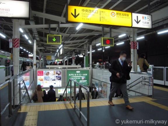 五反田駅山手線ホーム中央改札口階段
