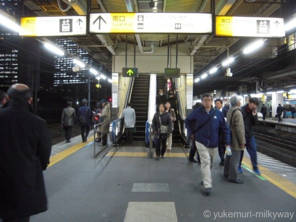 浜松町駅JR3・4番ホーム南口階段