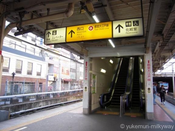 東中野駅西口エスカレーター