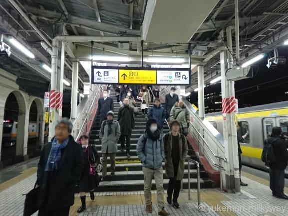 市ケ谷駅JRホーム出口方面階段