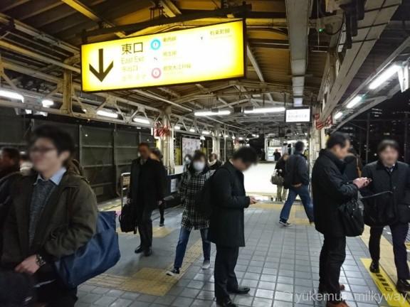 飯田橋駅JR1・2番ホーム東口階段