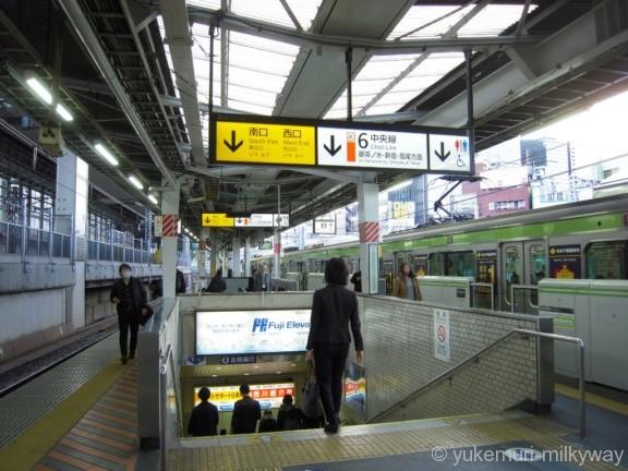 神田駅JR南行1・2番ホーム南口階段