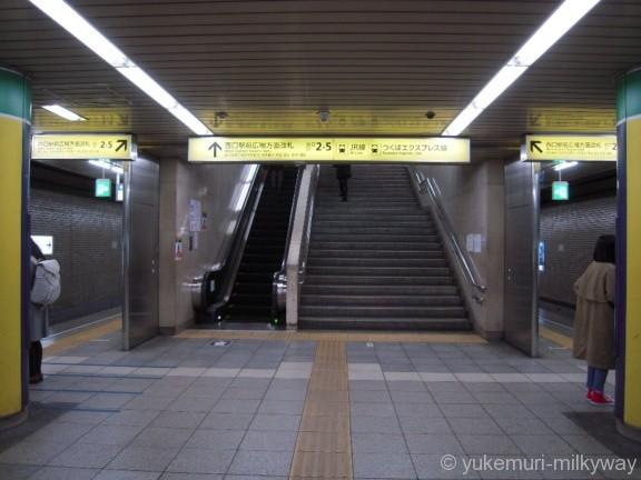 北千住駅千代田線西口駅前広場方面改札方面階段