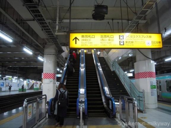 北千住駅JR2・3番ホーム階段