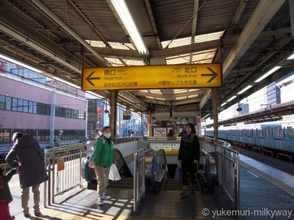中野駅出口エスカレーター