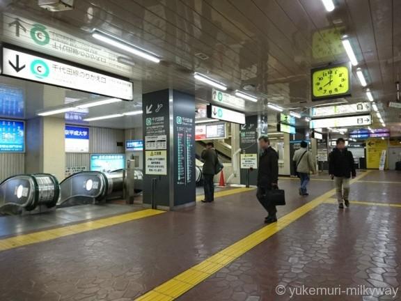 西日暮里駅千代田線のりかえ口へのエスカレーター