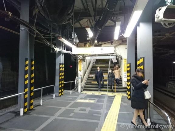 御茶ノ水駅JR1・2番線御茶ノ水橋口階段