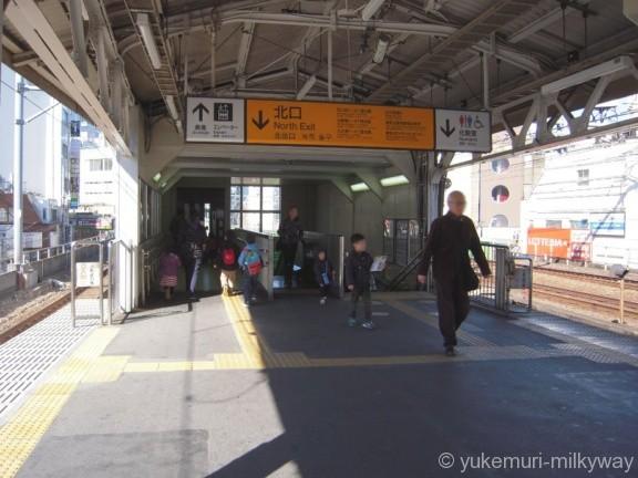 大久保駅北口階段