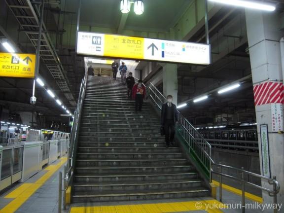 大崎駅外回り3・4番ホーム北改札口階段