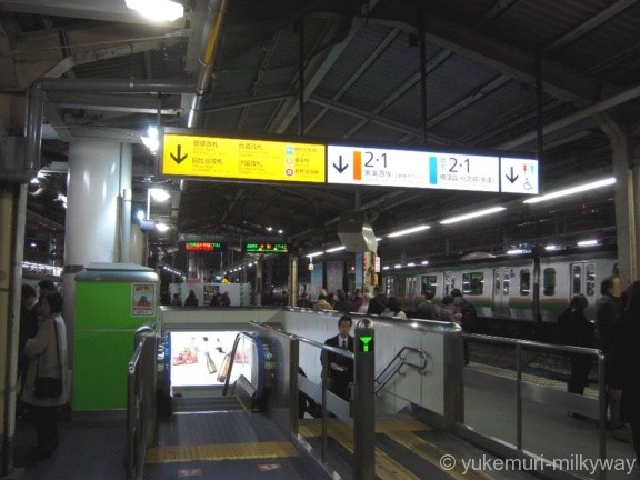 新橋駅JR3・4番ホーム銀座改札・日比谷改札階段