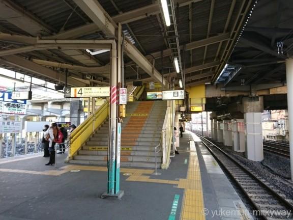 新松戸駅常磐線ホームより武蔵野線下りホームへの階段