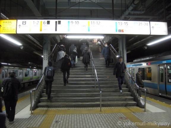 品川駅3・4番ホーム中央改札階段