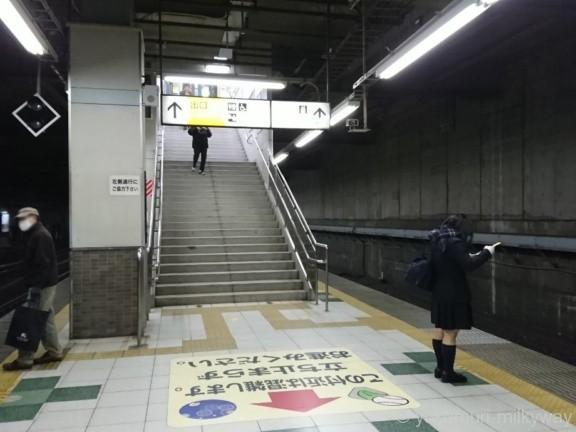 信濃町駅出口階段