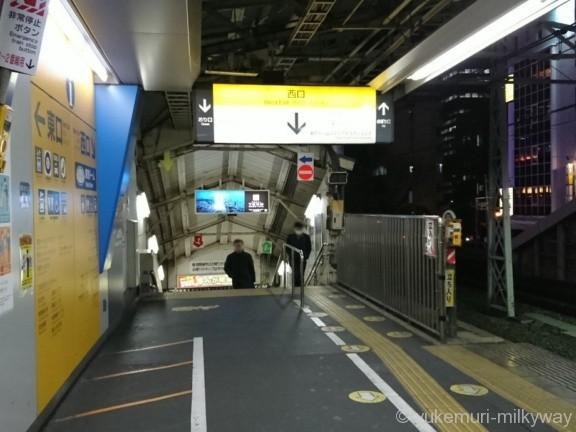 水道橋駅JR1番線西口階段