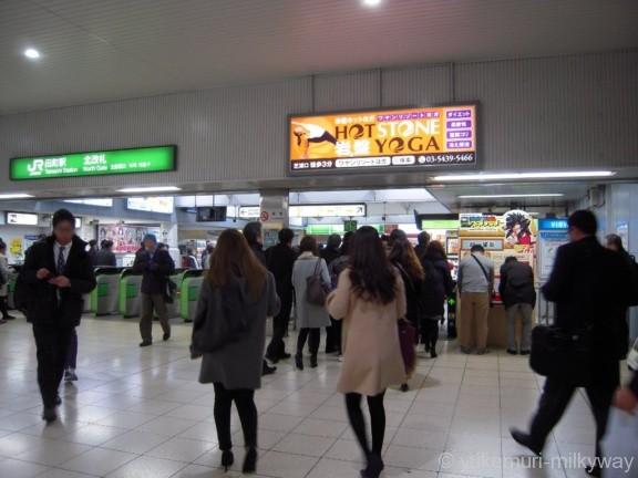 田町駅北改札外側