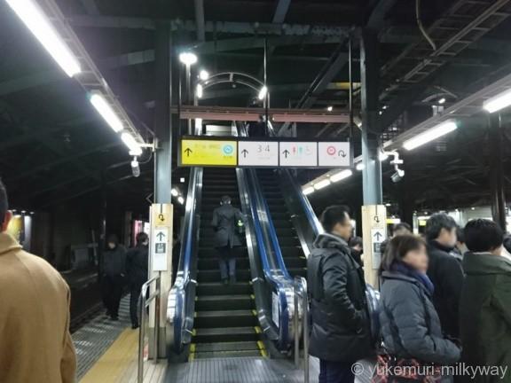 四ツ谷駅JR快速ホーム四ツ谷口方面エスカレーター