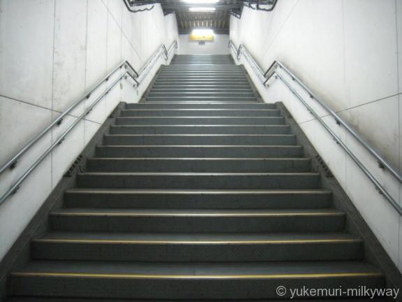 世田谷代田駅 地下仮設ホーム 2番ホーム~地下1階階段