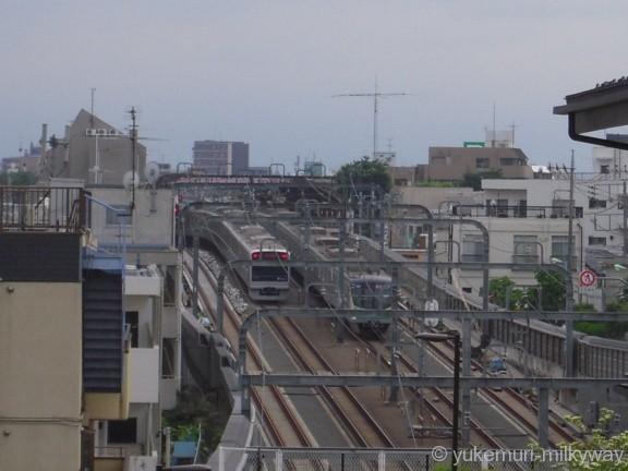 世田谷代田駅~梅ヶ丘駅間 地下線出口 アパート裏