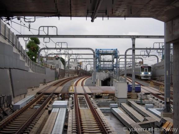 東北沢駅 地下仮設ホーム 2番ホーム