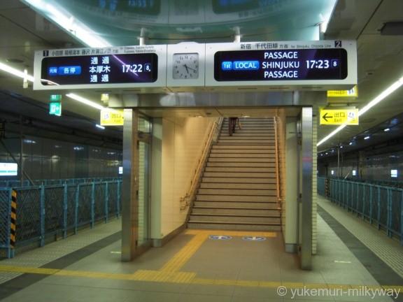 東北沢駅 ホーム