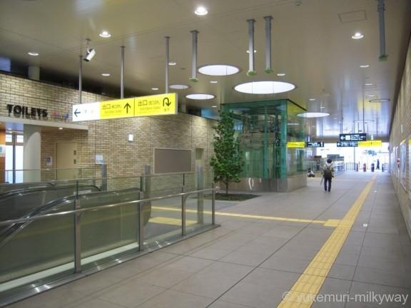 東北沢駅 西口改札内